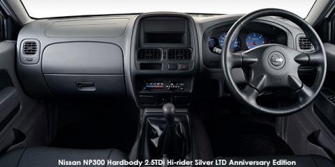 Nissan NP300 Hardbody 2.5TDi Hi-rider - Image credit: © 2021 duoporta. Generic Image shown.