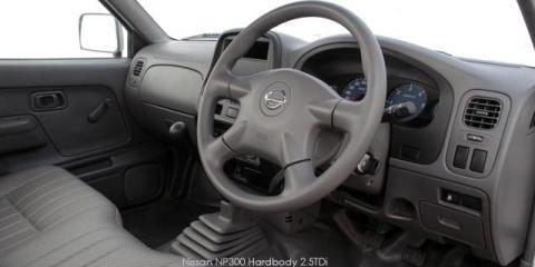 Nissan NP300 Hardbody 2.5TDi (aircon)
