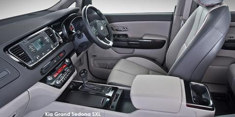Kia Grand Sedona 3.3 V6 SX - Image credit: © 2018 duoporta. Generic Image shown.