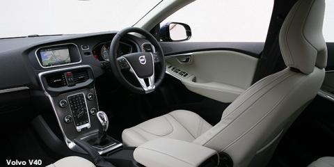 Volvo V40 T4 Momentum auto - Image credit: © 2018 duoporta. Generic Image shown.