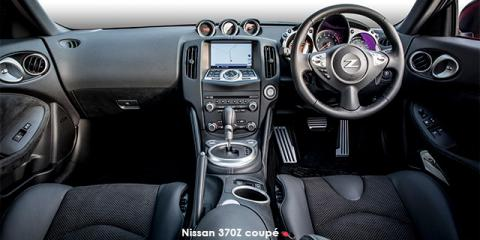 Nissan 370Z coupe auto - Image credit: © 2018 duoporta. Generic Image shown.