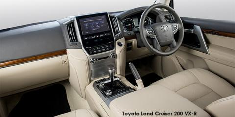 Toyota Land Cruiser 200 4.5D-4D V8 VX-R - Image credit: © 2018 duoporta. Generic Image shown.
