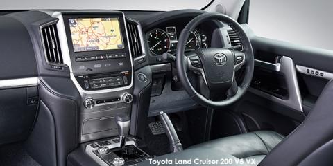 Toyota Land Cruiser 200 4.5D-4D V8 GX - Image credit: © 2018 duoporta. Generic Image shown.