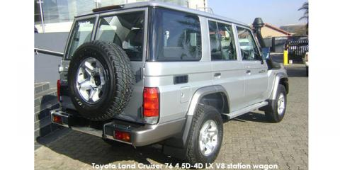 Toyota Land Cruiser 76 4.5D-4D LX V8 station wagon - Image credit: © 2019 duoporta. Generic Image shown.