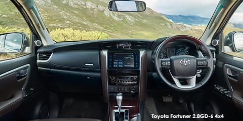 Toyota Fortuner 2.8GD-6 auto - Image credit: © 2019 duoporta. Generic Image shown.