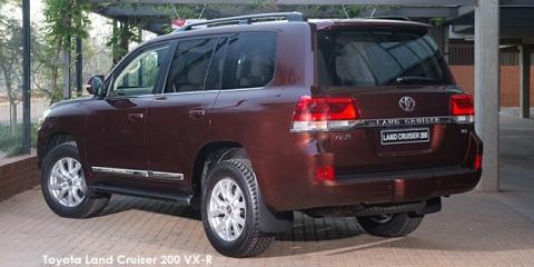 Toyota Land Cruiser 200 4.5D-4D V8 VX-R - Image credit: © 2020 duoporta. Generic Image shown.