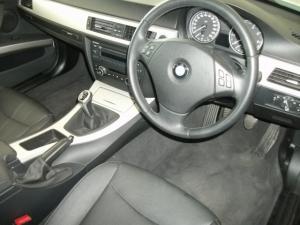 BMW 320i - Image 5