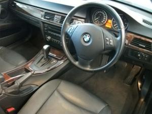 BMW 330i automatic - Image 5