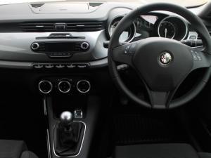 Alfa Romeo Giulietta 1.4T Distinctive 5-Door - Image 5