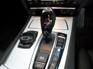 BMW 750i - Image 8