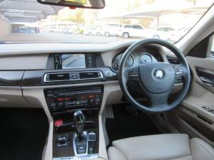BMW 7 Series 730d - Image 10
