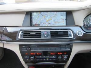 BMW 7 Series 730d - Image 11