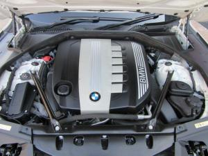 BMW 7 Series 730d - Image 14