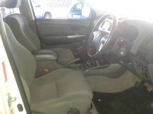 Toyota Hilux 3.0D-4D double cab 4x4 Raider - Image 5
