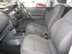 Volkswagen Polo Vivo 5-door 1.4 Trendline auto - Image 6