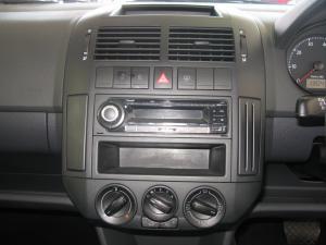 Volkswagen Polo Vivo 5-door 1.4 Trendline auto - Image 8