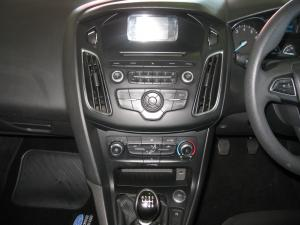 Ford Focus sedan 1.0T Ambiente - Image 9