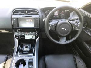 Jaguar XE 2.0 Prestige automatic - Image 4