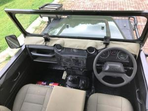 Land Rover Defender 110 2.2DS/C - Image 8