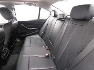 BMW 318i automatic - Image 11