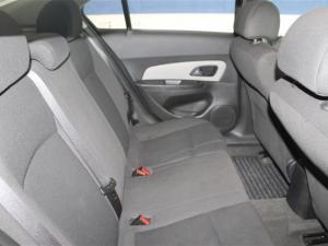 Chevrolet Cruze sedan 1.6 L - Image 10