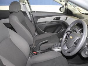 Chevrolet Cruze sedan 1.6 L - Image 12