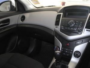 Chevrolet Cruze sedan 1.6 L - Image 13