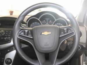 Chevrolet Cruze sedan 1.6 L - Image 15