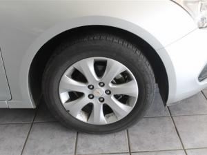 Chevrolet Cruze sedan 1.6 L - Image 3