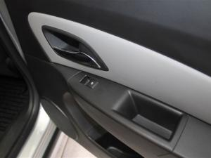 Chevrolet Cruze sedan 1.6 L - Image 9