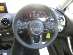 Audi A3 Sportback 2.0 TDI Stronic - Image 6