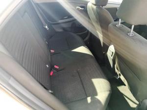 Toyota Corolla 1.6 Professional - Image 12