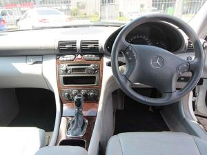 Mercedes-Benz C 200K Classic - Image 11