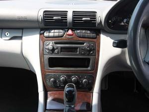 Mercedes-Benz C 200K Classic - Image 13