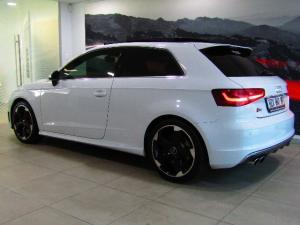 Audi S3 Stronic 3-Door - Image 2