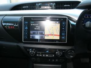 Toyota Hilux 4.0 V6 Raider 4X4D/C automatic - Image 12