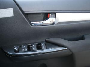 Toyota Hilux 4.0 V6 Raider 4X4D/C automatic - Image 14
