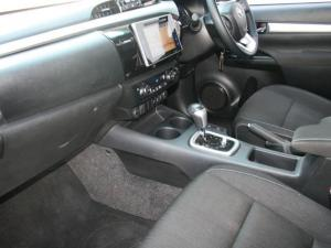 Toyota Hilux 4.0 V6 Raider 4X4D/C automatic - Image 5