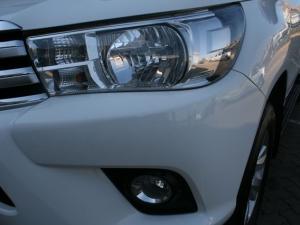 Toyota Hilux 4.0 V6 Raider 4X4D/C automatic - Image 6
