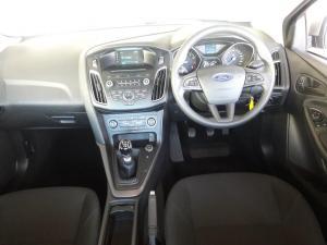 Ford Focus sedan 1.0T Ambiente - Image 8