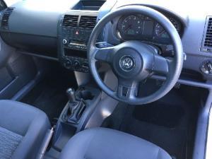 Volkswagen Polo Vivo sedan 1.6 Comfortline - Image 5