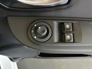 Renault Clio IV 900 T Expression 5-Door - Image 12
