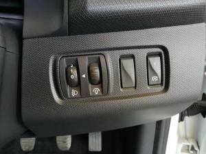 Renault Clio IV 900 T Expression 5-Door - Image 14