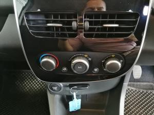 Renault Clio IV 900 T Expression 5-Door - Image 19