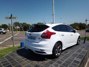 Ford Focus ST 3 - Image 2