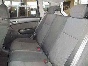 Chevrolet Aveo 1.6 LS hatch - Image 11