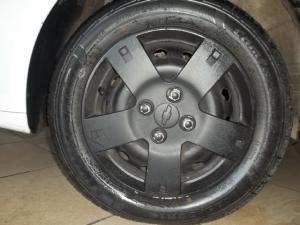 Chevrolet Aveo 1.6 LS hatch - Image 16