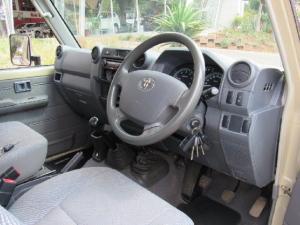 Toyota Land Cruiser 79 Land Cruiser 79 4.5D-4D LX V8 - Image 5