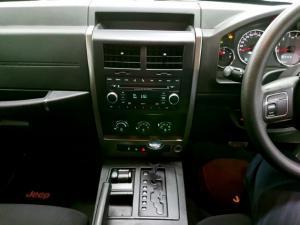 Jeep Cherokee 3.7L Sport - Image 6