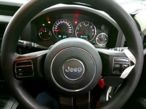 Jeep Cherokee 3.7L Sport - Image 7